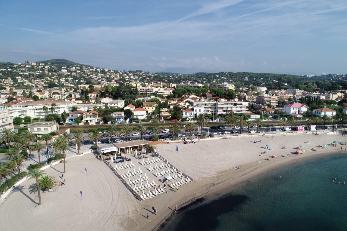 holiday rentals near beach golfe juan